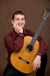 Айнур Бегутов сыграет в Сочи на семиструнной гитаре