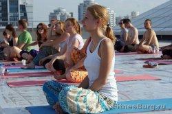 Прикоснуться к душе. В «Европе» екатеринбуржцев под звуки барабанов и ситара знакомили с основами йоги